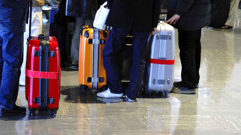 Чемоданы аэропорту детские чемоданы american tourister disney
